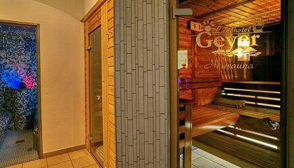 Eingang zur Heusana mit Schriftzug vom Hotel Geyer