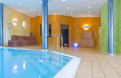 Indoor Pool im Spa