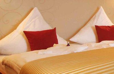 Bett im Doppelzimmer Spatz