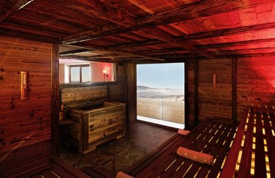 Rot beleuchtete Sauna