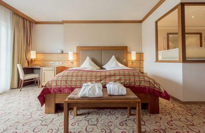 Bett im Zimmer der Klassischen Suiten