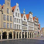 Die Altstadt von Münster mit alten aber bunten Gebäuden