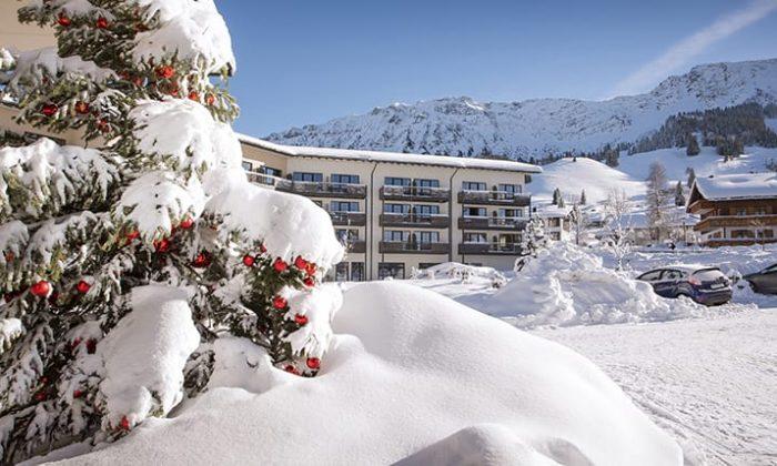 Innenhof vom Panoramahotel Oberjoch im Winter