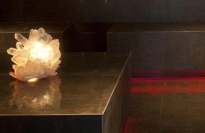 Naufaufnahme Kristallsauna in gedämpftem Licht