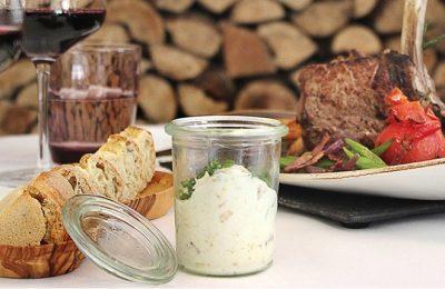Gericht auf dem Tisch im Steakhouse