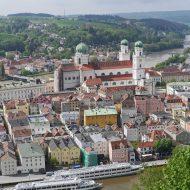 Luftaufnahme der Altstadt von Passau mit Dom