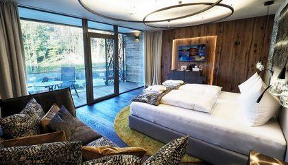 Bett im Zimmer Alpin Lodge