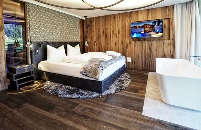 Bett im Zimmer Mein Refugium