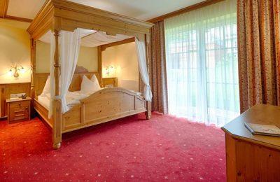 Bett in der Himmelbett-Suite