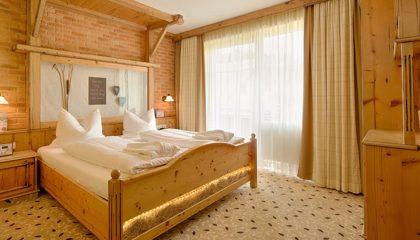 Bett im Komfortzimmer E