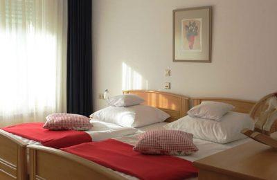 Betten im Dreibettzimmer