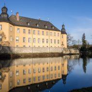 Die Schlossanlage mit Wasser von Schloss Dyck