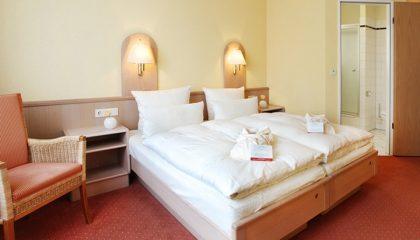 Bett im Doppelzimmer Standard 2