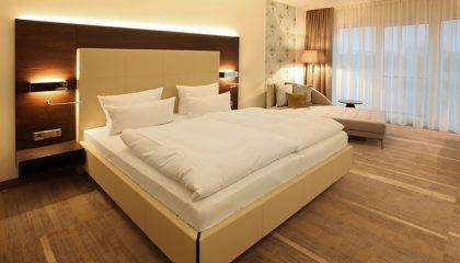 Bett im Panoramazimmer Deluxe