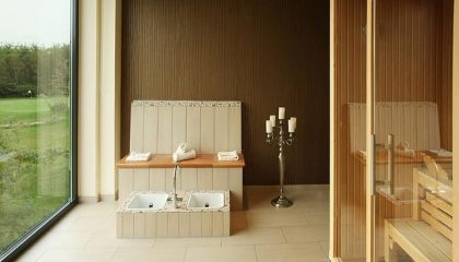 Sauna mit großer Glasfassade