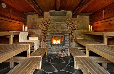 Sauna mit Kamin