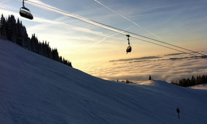 Skilift bei Sonnenuntergang