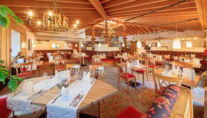 Hell beleuchtetes Restaurant