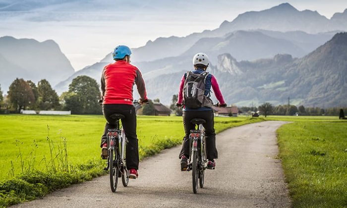 Zwei Radfahrer im Allgäu