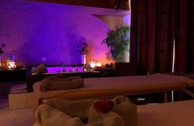 Stimmungsvoll beleuchtete Romantik Suite