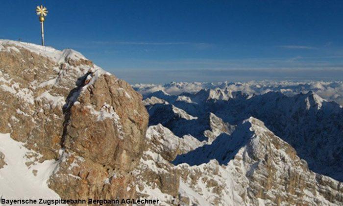 Gipfelkreuz auf dem Berg Zugspitze