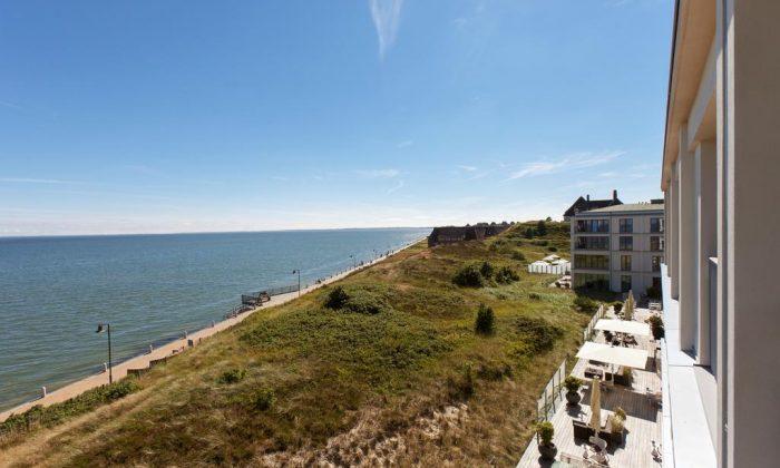 Ausblick vom Balkon eines Zimmers auf Sylt und die Nordsee