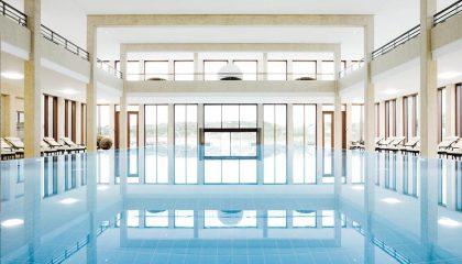 Zentraler Blick auf das Schwimmbad am Tag