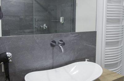 Bad im Doppelzimmer Stammhaus Premium Plus