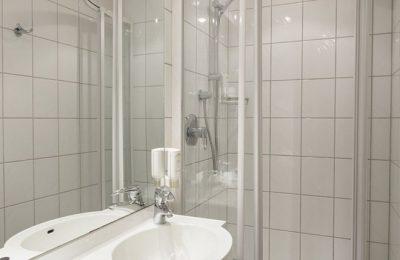 Bad in der Einzelzimmer Stammhaus A Talseite