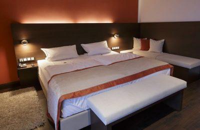 Bett in der Panoramasuite 131 Talseite