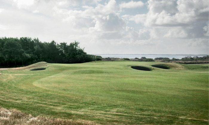 Grüne Golfanlage auf Sylt