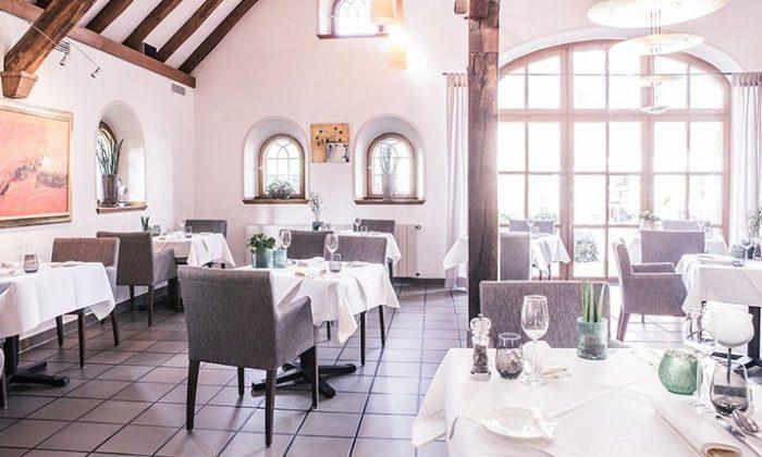 Lichtdurchflutetes Restaurant Lindenstube