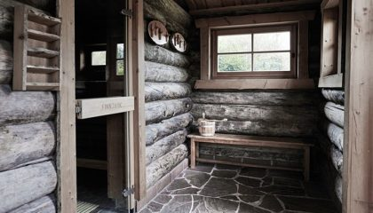 Eingang zur Sauna in der Blockhütte
