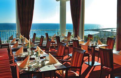 Restaurant mit Blick auf die Ostsee