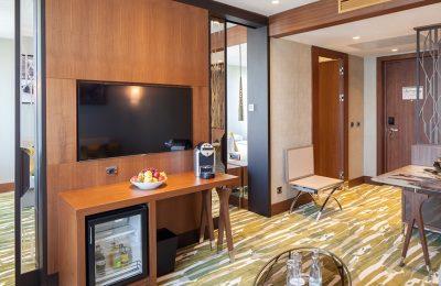 Wohnraum in der Titanic Suite