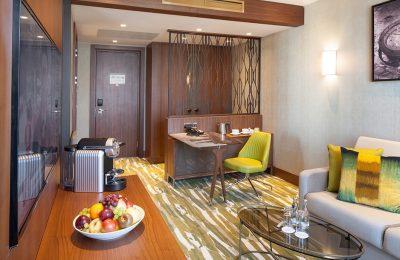 Wohnraum in der Titan Suite