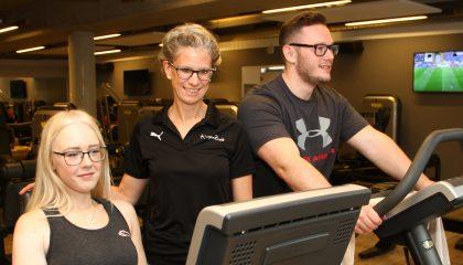 Personal Trainer im Fitnessclub