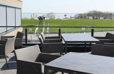 Terrasse im Restaurant mit Elbblick