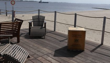 Sitzgelegenheiten direkt am Strand